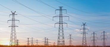 Ligne électrique au ciel bleu Photo libre de droits
