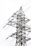 Ligne électrique dans la perspective de ciel lumineux Photo libre de droits