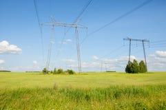 Ligne électrique dans le domaine de pays Photos libres de droits