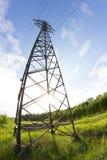Ligne électrique dans un contryside Photographie stock libre de droits