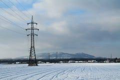 Ligne électrique en horizontal de l'hiver Images stock