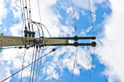 Ligne électrique et ciel bleu Photographie stock
