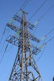 Ligne électrique et ciel bleu Photographie stock libre de droits