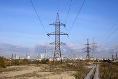 Ligne électrique et ciel bleu Photos libres de droits