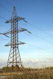 Ligne électrique et ciel bleu Photo stock