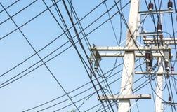 Ligne électrique la pagaille cependant, protection contre le prisonnier de guerre dangereux Photographie stock libre de droits
