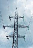 Ligne électro vitesse et nuages d'incidence Photographie stock libre de droits