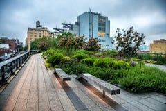Ligne élevée stationnement Parc public urbain sur une ligne de rail historique de fret à New York City, Manhattan Photos stock