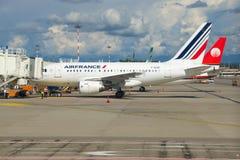 Ligne aérienne d'Airbus A318 F-GUGP Air France dans l'aéroport de Malpensa Photos stock