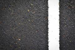 Ligne blanche neuve sur la texture de route Photos stock