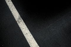 Ligne blanche sur le dessus noir Photographie stock libre de droits