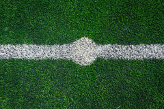 Ligne centrale d'un champ d'herbe du football Photographie stock