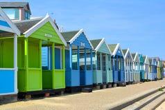 Ligne colorée des huttes de plage Photo stock