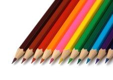 ligne colorée disposée de crayons Image libre de droits