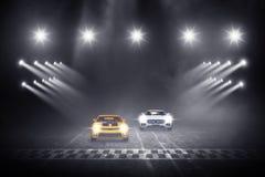 Ligne d'arrivée de voie de course de deux voitures emballage images libres de droits