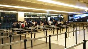 Ligne dans l'aéroport Singapour de Changi Image stock