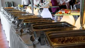 Ligne de buffet du déjeuner et du dîner images libres de droits