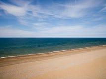 Ligne de côte de la Norfolk, jour ensoleillé à la plage Photo stock