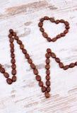 Ligne de cardiogramme de concept rôti de graines de café, de médecine et de soins de santé Photo stock