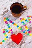 Ligne de cardiogramme des coeurs de papier et tasse de concept de café, de médecine et de soins de santé Photos libres de droits