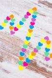 Ligne de cardiogramme des coeurs de papier sur le concept en bois de fond, de médecine et de soins de santé Image stock