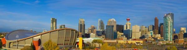 Ligne de ciel de ville à l'aube Photographie stock libre de droits