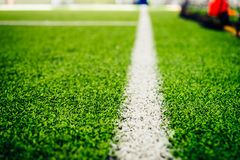 Ligne de démarcation d'un champ de formation de football en salle photographie stock libre de droits