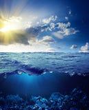 Ligne de flottaison et fond sous-marin photo stock