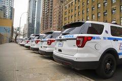 Ligne de NYPD des voitures photographie stock