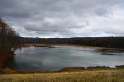 Ligne de partage de Sullivan Dam dans Horseheads New York pendant l'automne Photo libre de droits