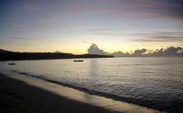 Ligne de plage pendant le lever de soleil Photographie stock