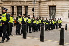 Ligne de police - protestation march - Londres Photographie stock