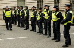 Ligne de police - protestation march - Londres Photos libres de droits