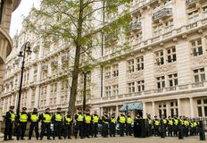 Ligne de police - protestation march - Londres Photo stock