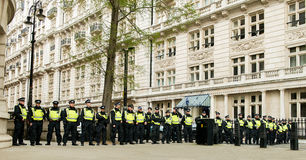 Ligne de police - protestation march - Londres Image stock