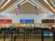 Ligne de sécurité en San Jose International Airport Photographie stock libre de droits