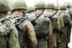 Ligne de soldat d'uniforme militaire