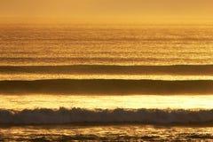 Ligne de vague déferlante Photographie stock libre de droits
