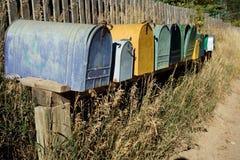 Ligne de vieilles boîtes aux lettres occidentales photo stock