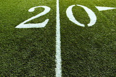 Ligne de yard du terrain de football 20 Photos stock