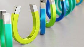 Ligne des aimants vibrant colorés sur Grey Surface léger simple Photographie stock libre de droits