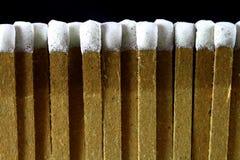Ligne des allumettes inclinées blanches Image stock