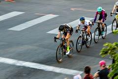 Ligne des cavaliers de vélo Images stock