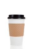 Ligne des cuvettes de café de papier sur le blanc Photographie stock libre de droits