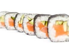 Ligne des roulis délicieux de maki Photographie stock libre de droits