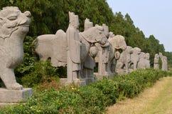 Ligne des statues aux tombes de dynastie de chanson, Chine image stock