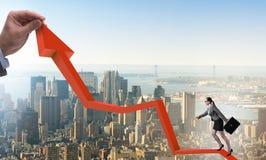 Ligne diagramme s'?levante de femme d'affaires dans le concept de reprise ?conomique photographie stock