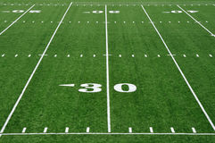Ligne du yard 30 sur la zone de football américain Photographie stock