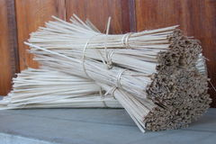 Ligne en bambou utilisation de tissu de bobines image stock