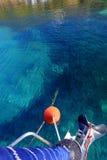 Ligne et ancre d'amarrage de yachts Photo stock